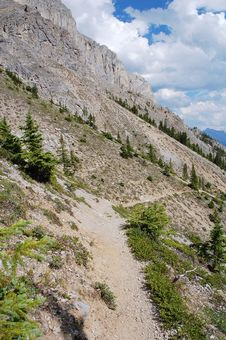 Free Steep Hiking Trail Royalty Free Stock Images - 6091209