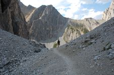 Free Hiking Trail In Rocky Mountains Royalty Free Stock Images - 6091239