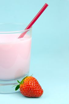 Free Strawberry Milk Stock Photography - 6091842