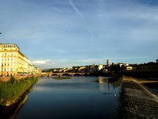 Free Glimpse Of Arno River Royalty Free Stock Photos - 6092568