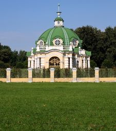 Free Pavilion The Grotto In Manor Sheremetevyh Royalty Free Stock Photo - 6092945