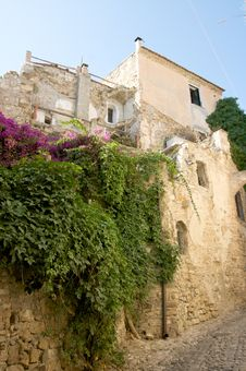 Free Alley Of Bussana Vecchia Royalty Free Stock Photos - 6093498