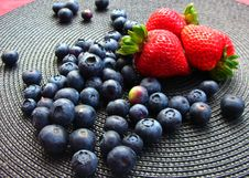 Free Blueberries And Strawberries Royalty Free Stock Image - 6097426