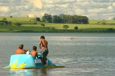 Free Ride In The River Royalty Free Stock Photos - 616578