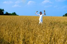 Free Happy Young Girl Runing On The Field. Royalty Free Stock Photos - 6109968