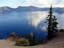 Free Crater Lake Royalty Free Stock Photos - 6111008