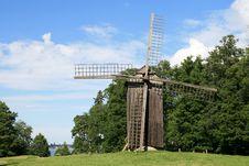 Free Historic Windmill Royalty Free Stock Photography - 6112257