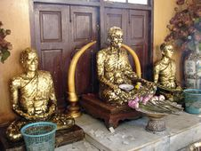 Free Gilded Statues Royalty Free Stock Photography - 6112597