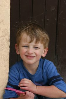 Young Boy Looking Up Royalty Free Stock Photos