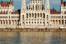 Free Budapest Parliament Royalty Free Stock Photo - 6118965