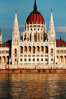Free Budapest Parliament Royalty Free Stock Photo - 6118975