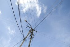 Free Electricity Pylon With Wire Crossing Royalty Free Stock Photo - 6124395