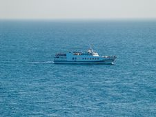 Free Voyage In Blue Sea Stock Photography - 6127432
