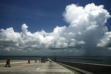 Free Driving Down Sunshine Skyway Bridge Royalty Free Stock Photo - 6127895