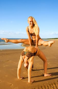 Free Two Acrobatic Girl On The Beach Royalty Free Stock Images - 6128069