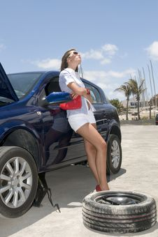 Free Woman With A Broken Wheel Of Her Car Royalty Free Stock Photography - 6132107