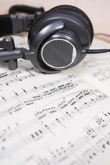 Free Score Sheet And Headphone Royalty Free Stock Image - 6132806