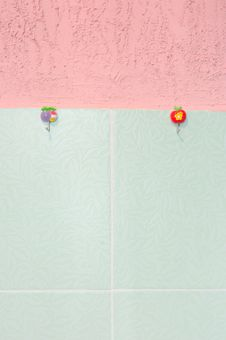 Free Pink Stucco And Green Tiled Wall. Stock Image - 6134201