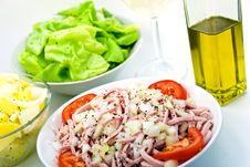 Free Gourmet Meat Salad With Tomato,onion,lettuce Royalty Free Stock Photography - 6134597
