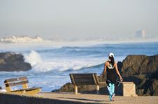 Free Fit Young Lady Walking Next To Beach Royalty Free Stock Images - 6134769