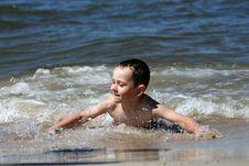 Free Child, Water And Fun. Beach Fun. Royalty Free Stock Photos - 6136598