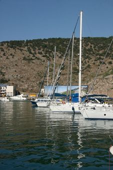 Free Boats And Yachts Stock Images - 6136684