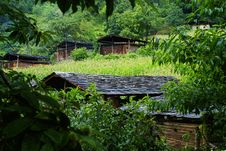 Free Cottage Of The Dulong Nationality Royalty Free Stock Photos - 6136708