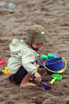 Free Boy Playing In Sand Royalty Free Stock Photography - 6139797