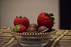 Chocolate And Strawberries Royalty Free Stock Photography