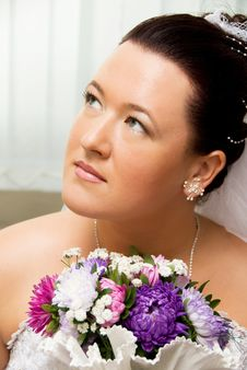 Free Beautiful Bride With Flowers Stock Images - 6140514