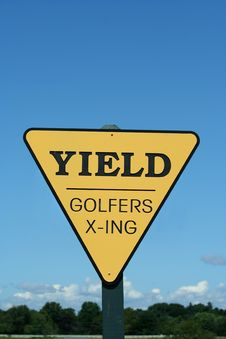 Free Yield Golfer Crossing Sign Royalty Free Stock Images - 6143629