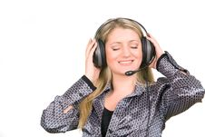 Free Young Woman With Headphones Listening To Music Royalty Free Stock Photos - 6148408