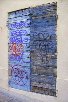 Free Tag  On Blue Wooden Door Royalty Free Stock Images - 6151839
