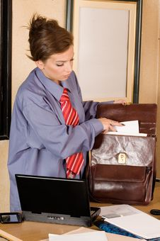 Free Business Woman At Office Royalty Free Stock Photography - 6152277