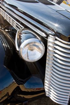 Free Lattice Of A Radiator And Headlights Of The Ancient Royalty Free Stock Photos - 6154128