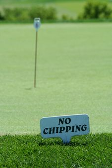 Free No Chipping Sign On A Practice Green Royalty Free Stock Image - 6154766
