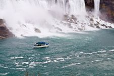 Free Boat Near Niagara Royalty Free Stock Images - 6159809