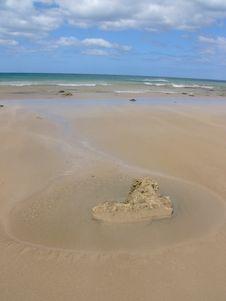 Free A Love Stone On Beach Royalty Free Stock Photos - 6161618