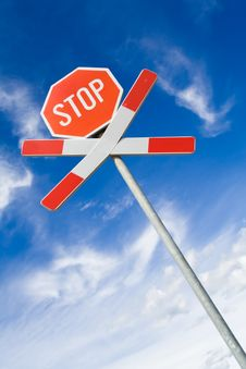 Free Traffic Sign Over Cloudy Sky Royalty Free Stock Photography - 6162417