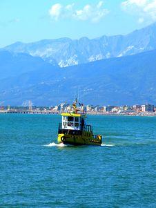 Free Yellow Fishing Boat Stock Photos - 6167283