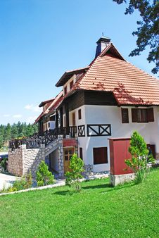 Free Cottage Tiled Roof Royalty Free Stock Image - 6170416