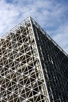 Free Abstract Metallic Building And Blue Sky Royalty Free Stock Photography - 6173697