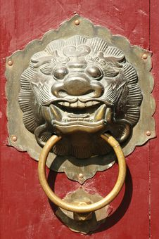 Free Traditional Oriental Lion Door Knob Royalty Free Stock Image - 6183836