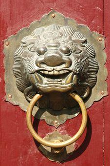 Free Traditional Oriental Lion Door Knob Royalty Free Stock Image - 6183836