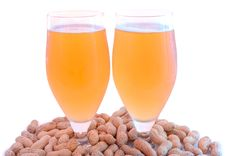 Free Beer In Glass  And Peanuts  In Shells. Stock Photos - 6184063