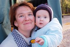 Free Mother And Baby Look In Camera Stock Photography - 6184762