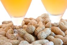 Free Beer In Glass  And Peanuts  In Shells. Stock Photography - 6186992