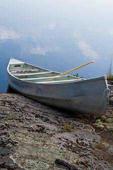 Free Lone Canoe Stock Photo - 6187200