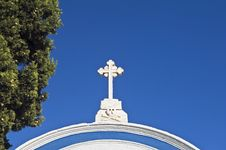 Free Cross Over A Cemetery Entrance Royalty Free Stock Images - 6190799