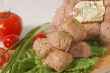 Free Meatball On The Lettuce Royalty Free Stock Photography - 6191237